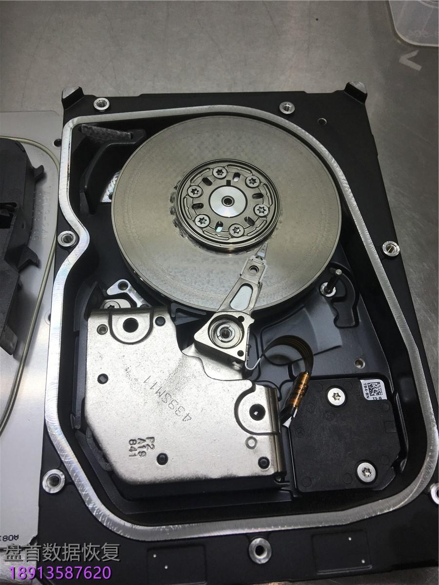 三块服务器sas硬盘-二次开盘-,无尘室里打开一看全 三块服务器SAS硬盘 二次开盘 ,无尘室里打开一看全部划伤了